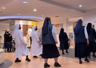 ¡Las Hermanas de la Caridad de San Vicente de Paúl de Paderborn bailan!