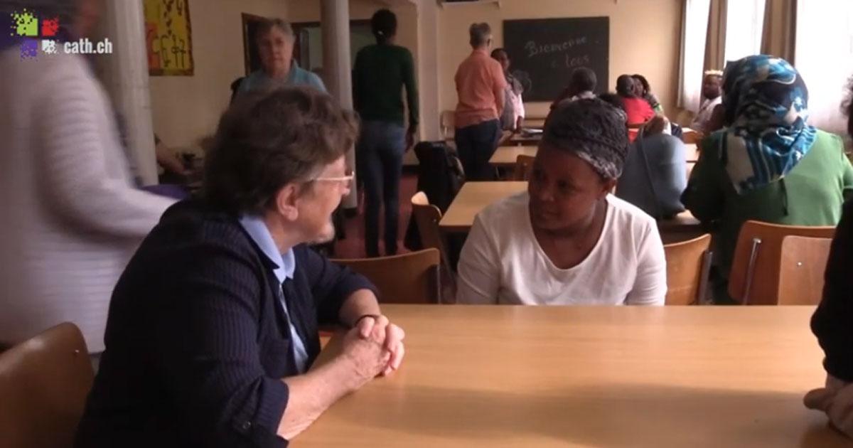 As Filhas da Caridade Suíças com requerentes de asilo