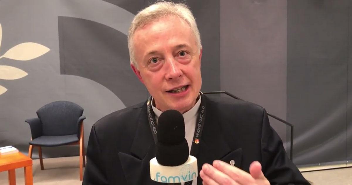 """Padre Tomaž Mavrič CM na sessão de abertura de """"Encontrando Vicente 400"""""""